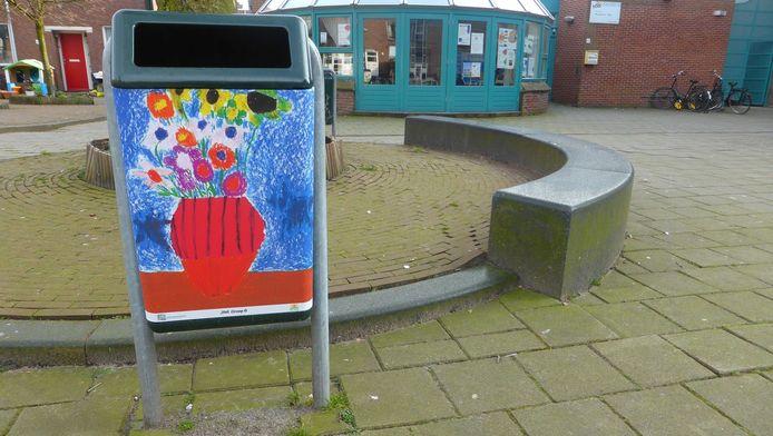 In andere gebieden in Bezuidenhout werden al eerder prullenbakken bestickerd met kindertekeningen van andere basisscholen.