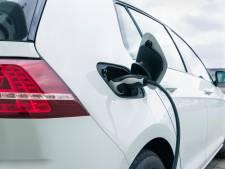 Auto's opladen via lantaarnpalen: in Eindhoven zien ze dat wel zitten