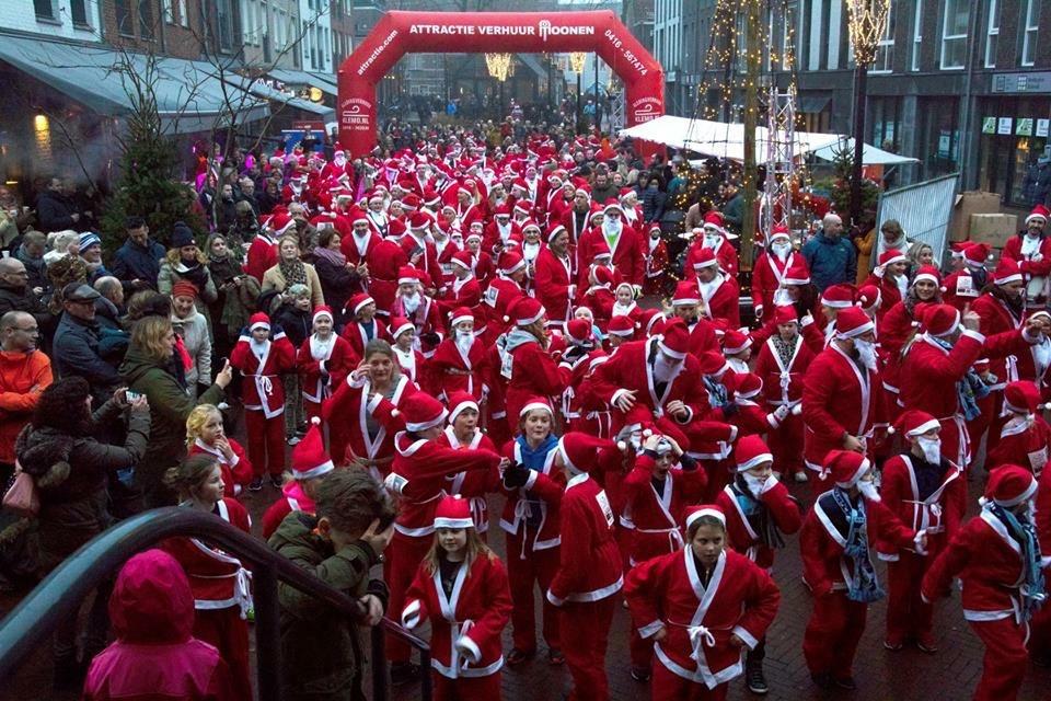 Massale deelname aan Santa Run in Oisterwijk