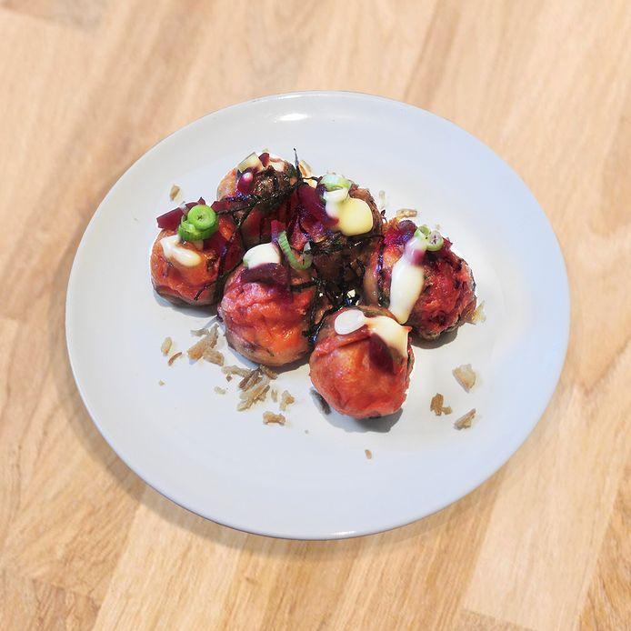 Takoyaki, met champignons in plaats van inktvis.
