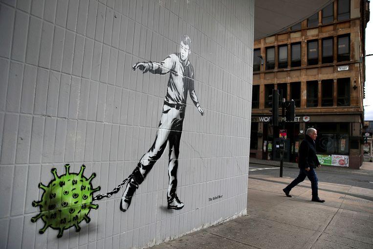 Graffiti in Glasgow, Katherine Trebecks woonplaats: 'We moeten gaan inzien dat gezondheid lang niet alleen het resultaat is van persoonlijke genetica of keuzes, maar ook van omgevingsfactoren, van het soort huisvesting waarin je leeft, of je straat druk is of niet.' Beeld AP