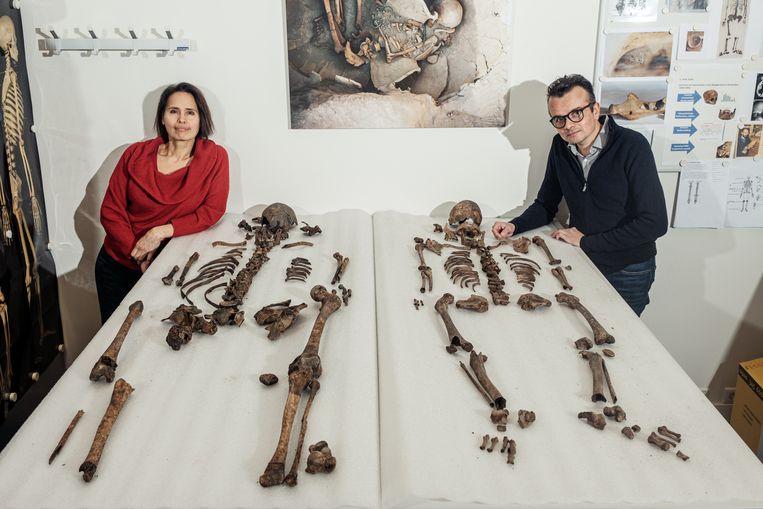 Onderzoeksduo Maja d'Hollosy (l) en Ranjith Jayasena. Beeld Jakob van Vliet