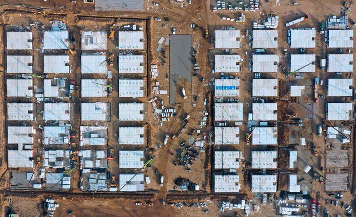 Beelden van de werkzaamheden aan de grote gecentraliseerde quarantainefaciliteit voor duizenden mensen in Shijiazhuang, in de Chinese provincie Hebei.