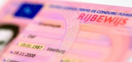 Man met geschorst rijbewijs loopt weg na veroorzaken aanrijding in Badhoevedorp
