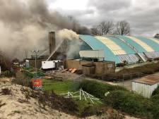 Zeer grote brand in voormalig zwembad de Steur in Kampen onder controle