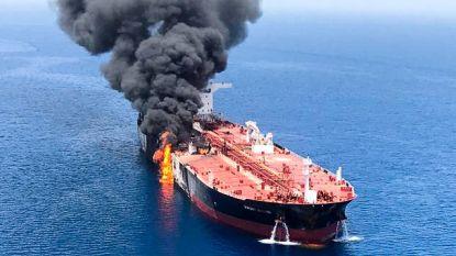 Een van de beschadigde olietankers in Golf van Oman is onderweg naar haven