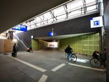 Onder het spoor door in plaats van er overheen: reizigerstunnel op station Geldermalsen is geopend