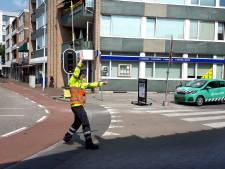 Aangereden verkeersregelaar bij parkeergarage Nieuwe Markt in Roosendaal, 'Compleet onveilige situatie'