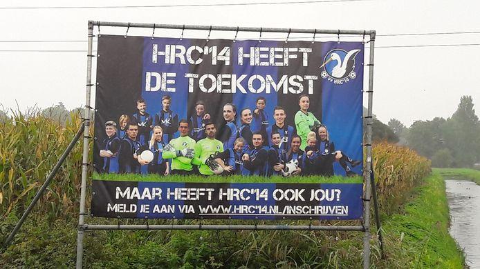 Het billboard dat voetbalvereniging HRC'14 langs de Van Heemstraweg had geplaatst. De vereniging groeit nog altijd.