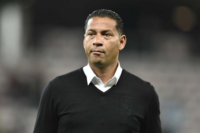 Vitesse-trainer Henk Fraser is teleurgesteld na afloop van de wedstrijd tegen Nice.