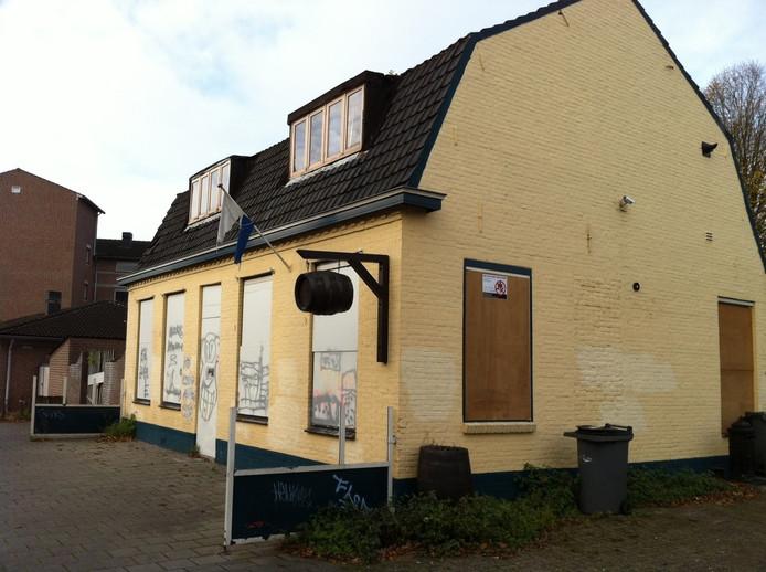 Het dichtgetimmerde café aan de Driek van Erpstraat in Oss.
