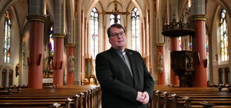 Pastoor Marc Oortman vertrekt uit Hengelo en wisselt van plek met pastoor Jurgen Jansen uit Didam