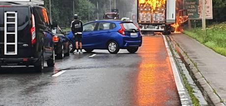 """Un camion en feu perturbe la circulation à Gerpinnes: """"Irrespirable"""""""