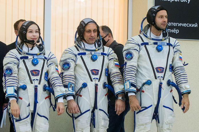 Bemanningsleden actrice Julia Peresild, commandant Anton Shkaplerov en regisseur Klim Shipenko tijdens een trainingssessie ter voorbereiding van hun ruimtereis.