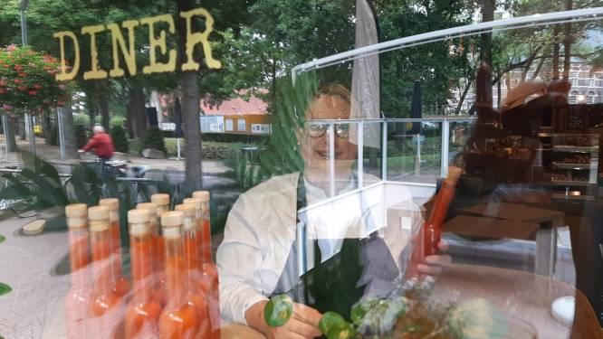 Checken in Wijchen: 'Sneu voor vaste klanten op leeftijd die niet met QR kunnen omgaan'