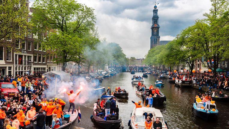 De Westerkerk kijkt toe hoe Amsterdammers vrijdag de verjaardag van de koning vieren Beeld anp
