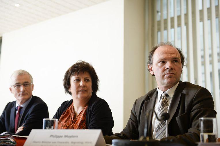 De Vlaamse ministers Bourgeois, Lieten en Muyters op de persconferentie vanmiddag. Beeld BELGA