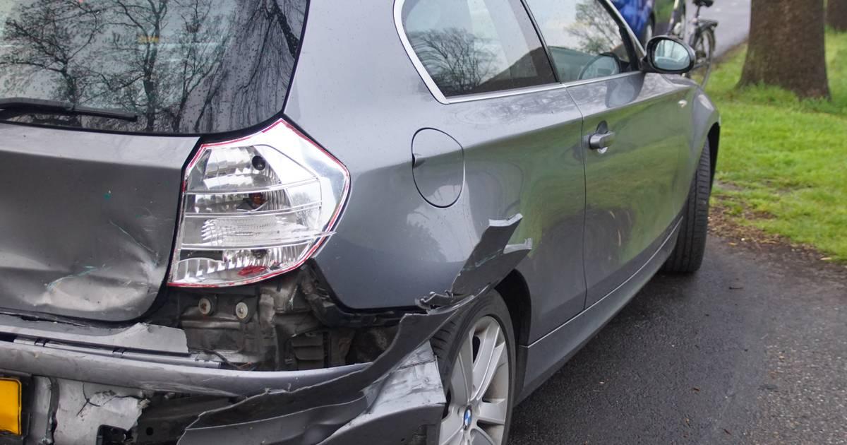 Automobilist raakt gewond bij kop-staartbotsing in Oldebroek.