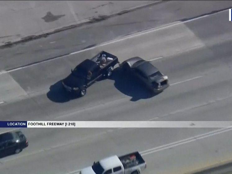 Politieachtervolging zorgt voor ravage op snelweg vanwege... vervallen nummerplaten