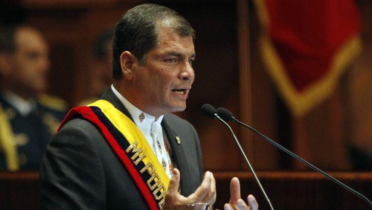 De Ecuadoriaanse president Rafael Correa eind vorige week voor het parlement in Quito. Beeld epa
