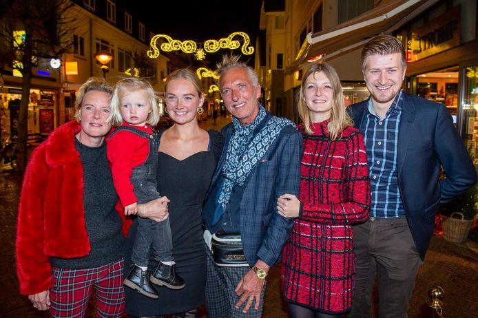 Martien en Erica Meiland met hun dochters Maxime (met haar dochter Claire) en Montana met partner Dirk Hoogstraten.