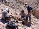 Een team van de universiteit van Chili aan het werk in de Atacamawoestijn.