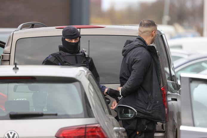 Twee Hagenaars worden ervan verdacht mee te hebben geholpen in de handel van cocaïne vanuit het bedrijfspand van Jamal S. aan de Reflectiestraat in Nootdorp.