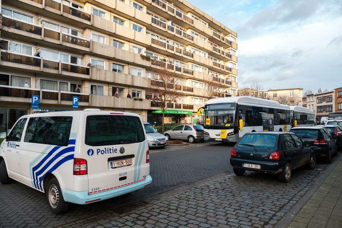 Guy en zijn collega's trokken zondagmiddag mét hun bussen in colonne van stelplaats Zurenborg naar woonzorgcentrum Den Drossaert in Borgerhout.