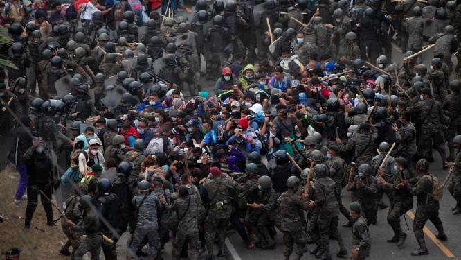 Migrantenkaravaan op weg naar VS stuit op geweld en traangas in Guatemala