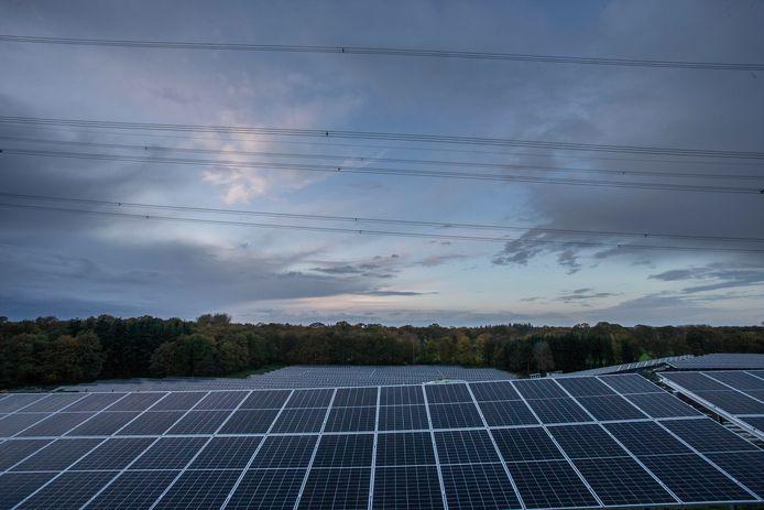 Zonnepanelen van zonnepark de Armhoede niet ver van Landgoed Ampsen. Ter illustratie.