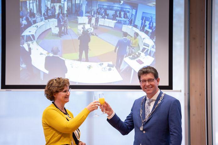 Roger de Groot (54) was burgemeester van de gemeente De Wolden en werd dinsdagavond in het gemeentehuis geïnstalleerd als burgemeester van de Noordoostpolder.