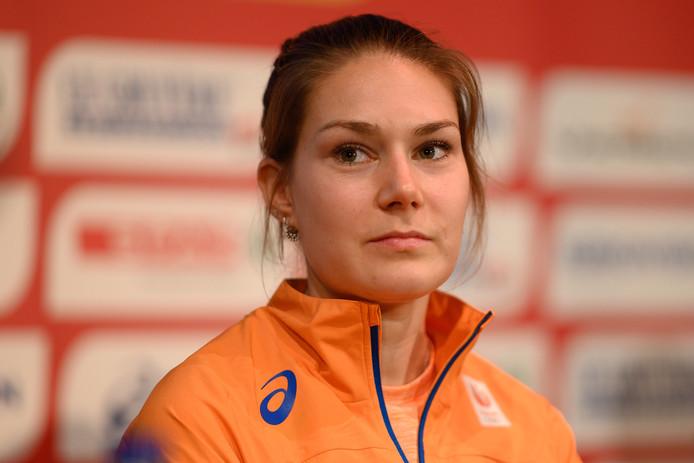 Maureen Koster tijdens de persconferentie.