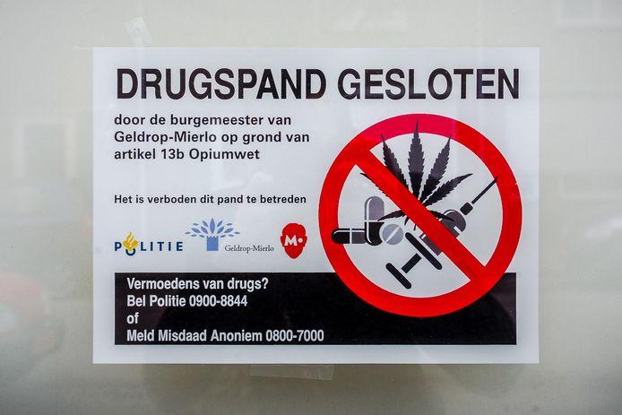 Voorbeeld van een affiche op een pand dat door een burgemeester is gesloten.