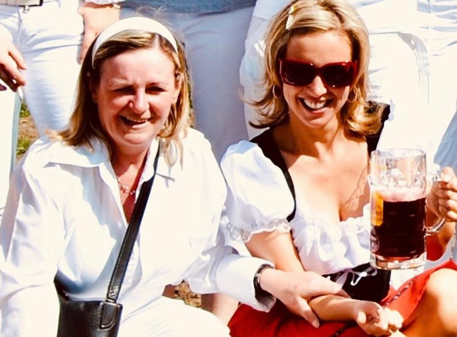 Kathleen (rechts) en haar moeder, Maria.