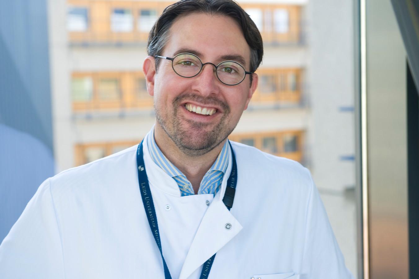Mark de Boer is internist-infectioloog in het LUMC in Leiden en voorzitter van de SWAB. De SWAB is een landelijk team van experts dat adviezen opstelt voor het gebruik van medicijnen bij coronapatiënten in ziekenhuizen.
