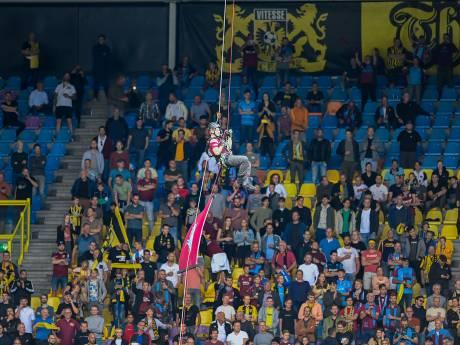 Vitesse onderzoekt knokpartijen op tribune; fan Frank schrijft boze brief over schelden met ziektes, blowen, racisme...