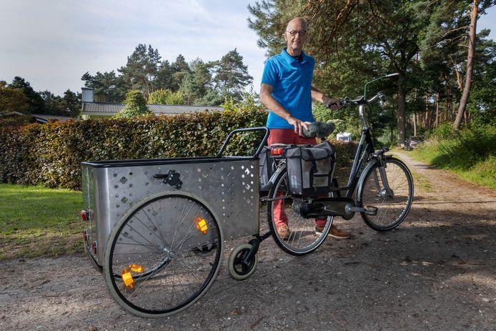 Harry van Leeuwen heeft een handige winkelwagen gemaakt/uitgevonden. Met de kar kun je in de supermarkt rijden. Maar je kunt die ook achter je fiets hangen en tot in de keuken rijden om weer uit te laden.