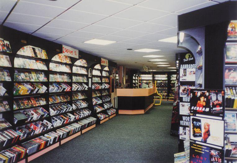 Het interieur van Videocorner in Schiedam rond 1997-1998.  Beeld Ger van der Linden