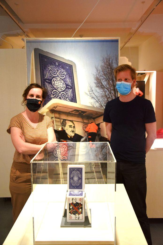 Museumdirecteur Elke Grommen en curator Piet Van Hecke