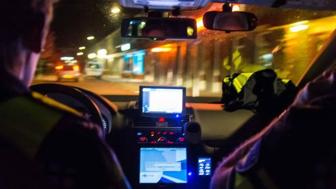 Joyrider (15) met drie tieners op de achterbank rijdt in op stilstaande politieauto