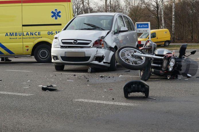 Beide voertuigen raakten zwaar beschadigd.