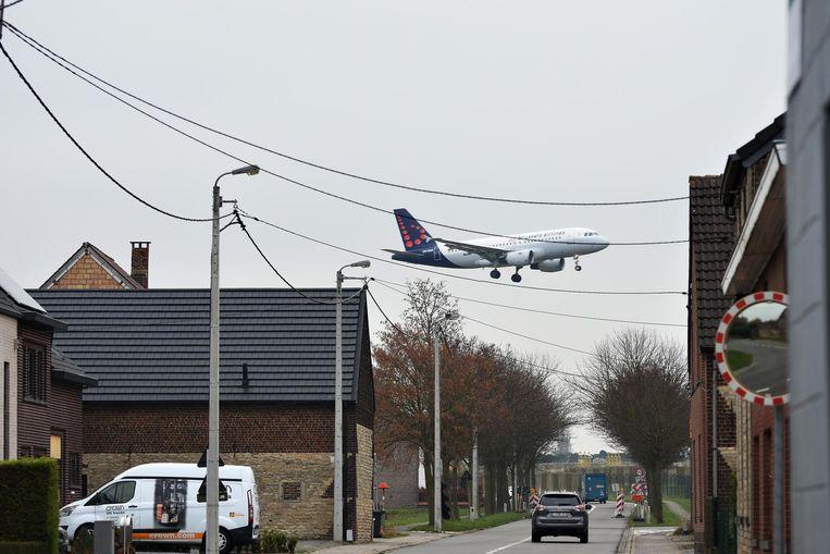 Bellot kreeg in mei negentig weken de tijd om de vliegroutes rond Zaventem aan te passen.