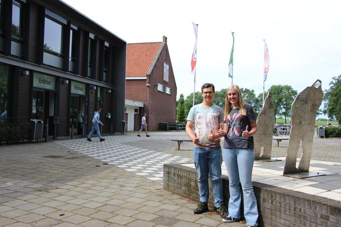 Bauke Vierman en Merlin Hoek maakten al in de derde klas hun examen Engels.