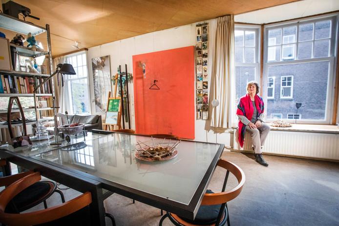 Ineke Ringnalda in de woning van haar man Hans, die in februari overleed.