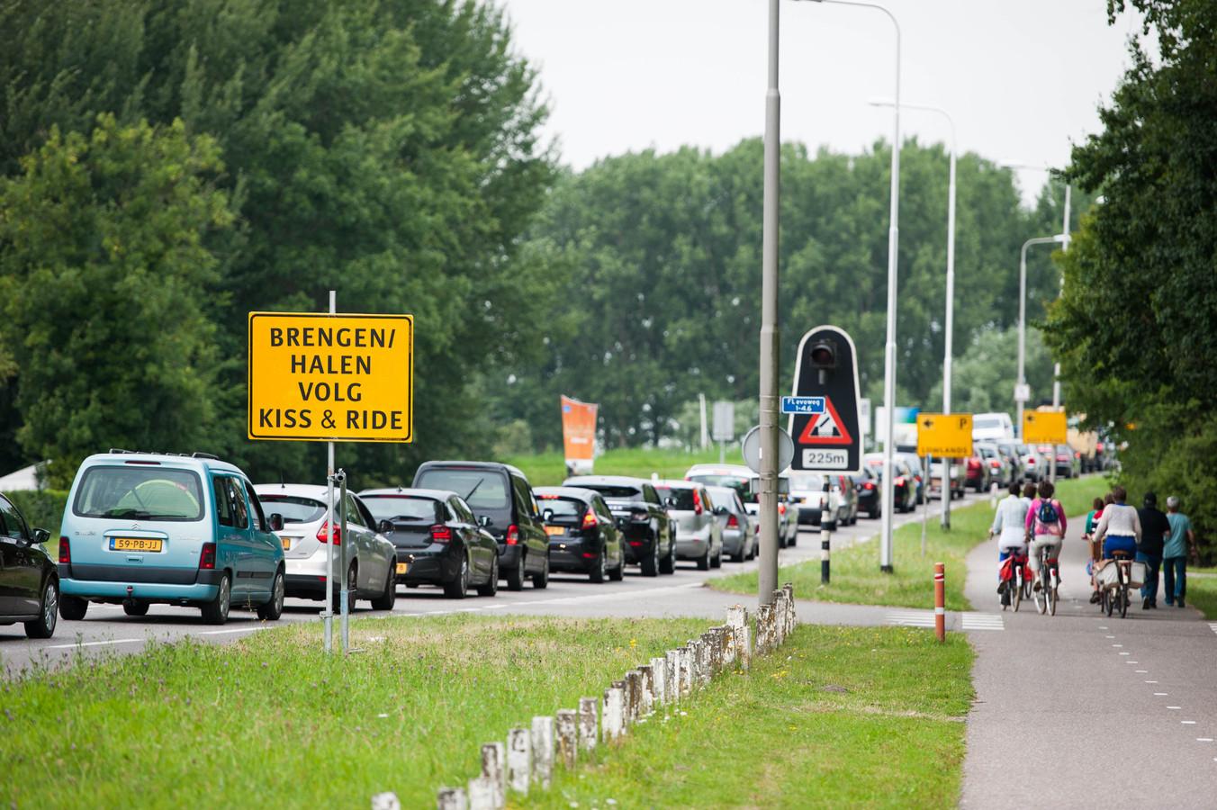 File op de wegen tijdens de uittocht van Lowlands. Het is een jaarlijks terugkerend fenomeen.