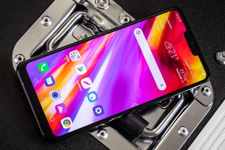 LG G7 ThinQ; het nieuwe model zou een vergelijkbaar ontwerp hebben. Beeld Tweakers