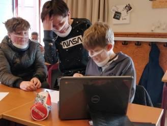 Mooi gebaar: leerlingen van College Essen dragen doorzichtige mondmaskers voor slechthorende medeleerlinge