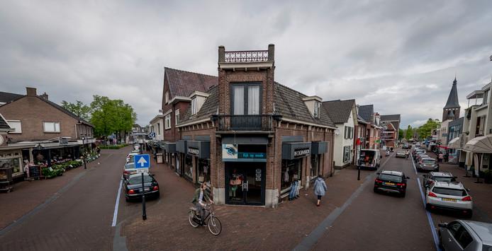 Het historische hoekpand in Wierden, waar Weghorst Makelaardij vergevorderde plannen mee heeft.