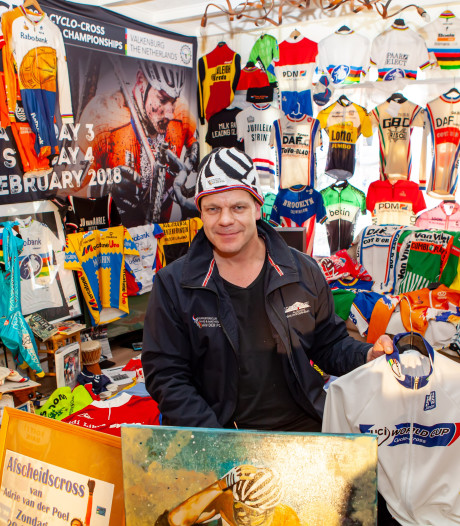 Televisie kijken tussen 900 wielershirts: Ricardo's huiskamer puilt uit