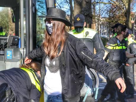 Honderd aanhoudingen in Utrecht bij illegale klimaatprotesten